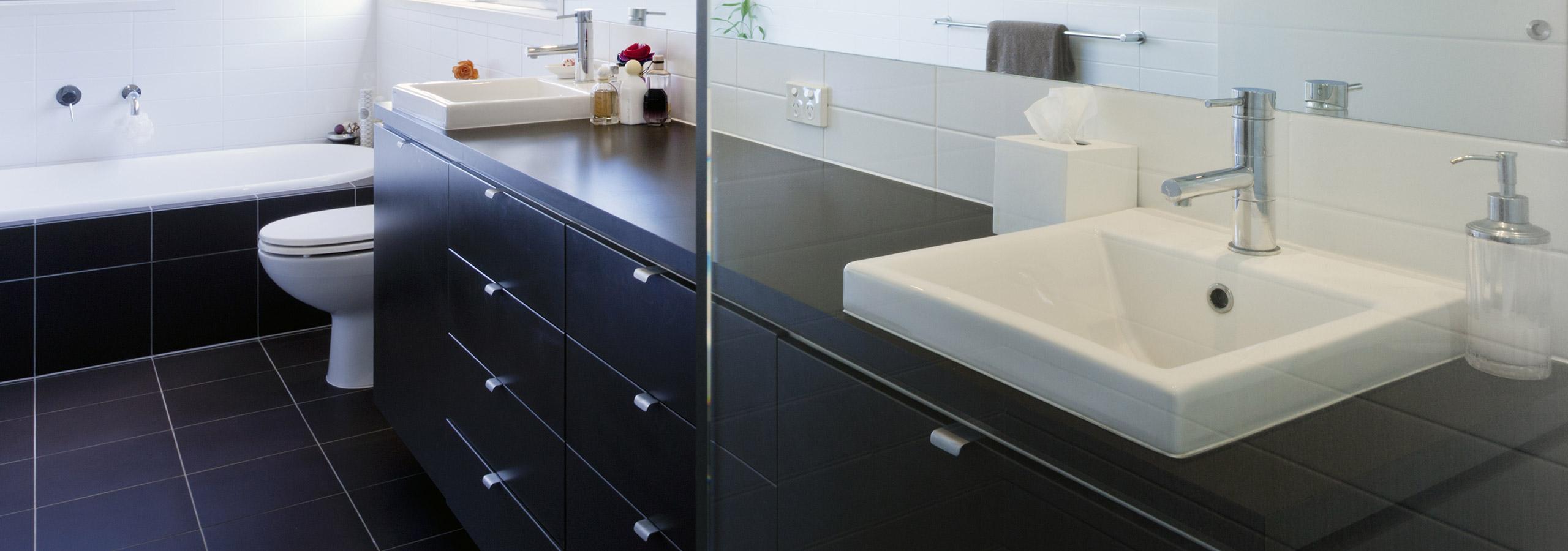badkamermeubels en spiegelkasten plaatsen rondom ommen